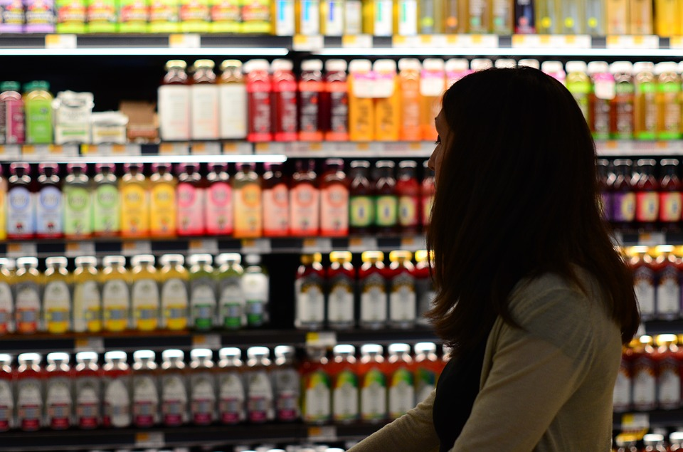https://pixabay.com/photos/shopping-bottle-woman-grocery-2411667/