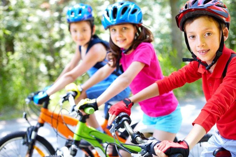 three children on bikes-Mladiinfo CR